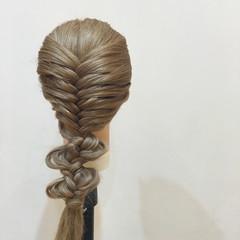 ヘアアレンジ フィッシュボーン 編み込み ストリート ヘアスタイルや髪型の写真・画像