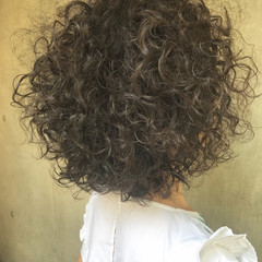 ヘアアレンジ エフォートレス フェミニン アウトドア ヘアスタイルや髪型の写真・画像