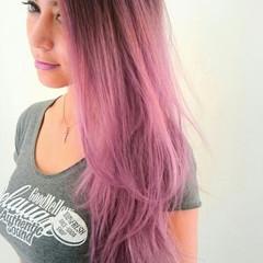 外国人風 ピンク 抜け感 ウェーブ ヘアスタイルや髪型の写真・画像