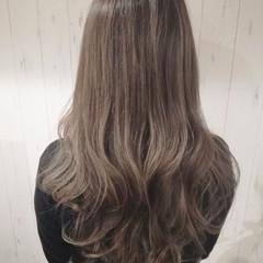 アッシュベージュ 透明感 ナチュラル ロング ヘアスタイルや髪型の写真・画像