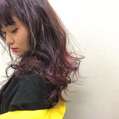 ストリート ピンクパープル ロング 秋冬スタイル ヘアスタイルや髪型の写真・画像