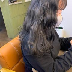 アッシュグレージュ モノトーン グレーアッシュ ナチュラル ヘアスタイルや髪型の写真・画像