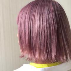 ベリーピンク 切りっぱなしボブ ピンクラベンダー 春色 ヘアスタイルや髪型の写真・画像