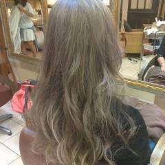 渋谷系 外国人風 アッシュベージュ グラデーションカラー ヘアスタイルや髪型の写真・画像
