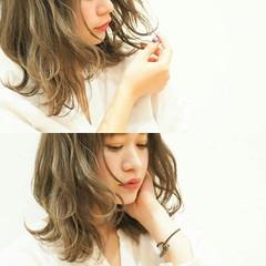 ゆるふわ アッシュベージュ 透明感 大人かわいい ヘアスタイルや髪型の写真・画像