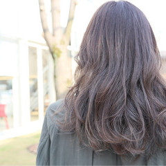 外国人風カラー セミロング ナチュラル アッシュグレージュ ヘアスタイルや髪型の写真・画像