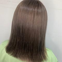 ブリーチカラー 切りっぱなしボブ ミディアム グレージュ ヘアスタイルや髪型の写真・画像