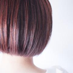 レッド アッシュバイオレット ハイライト ピンク ヘアスタイルや髪型の写真・画像