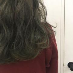 ストリート オリーブアッシュ グラデーションカラー マット ヘアスタイルや髪型の写真・画像