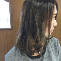 ダークアッシュ ミディアム 外国人風 グレー ヘアスタイルや髪型の写真・画像