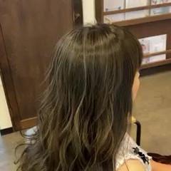 コントラストハイライト 可愛い 大人ハイライト グレーベージュ ヘアスタイルや髪型の写真・画像