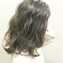 ストリート ハイライト 外国人風 波ウェーブ ヘアスタイルや髪型の写真・画像