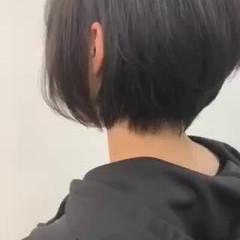 耳掛けショート ショートヘア ショート ナチュラル ヘアスタイルや髪型の写真・画像