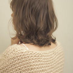 鎖骨ミディアム ミディアムレイヤー アンニュイほつれヘア ミディアム ヘアスタイルや髪型の写真・画像