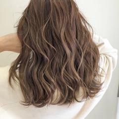 ミルクティーグレージュ 髪質改善 大人ハイライト ナチュラル ヘアスタイルや髪型の写真・画像