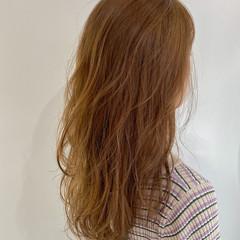 レイヤーロングヘア セミロング シアーベージュ ベージュ ヘアスタイルや髪型の写真・画像