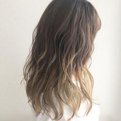 グレージュ ヘアアレンジ グラデーションカラー ミルクティーベージュ ヘアスタイルや髪型の写真・画像
