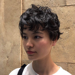 ナチュラル ショート ショートパーマ 刈り上げ女子 ヘアスタイルや髪型の写真・画像