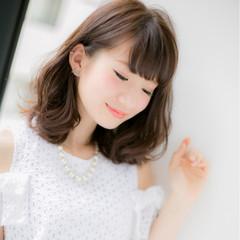 大人かわいい デート フェミニン ミルクティー ヘアスタイルや髪型の写真・画像