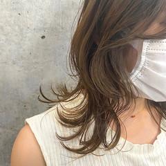 グレージュ レイヤーカット ミディアム フェミニン ヘアスタイルや髪型の写真・画像