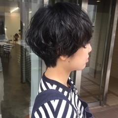 ショートヘア 前下がりショート ナチュラル ハンサムショート ヘアスタイルや髪型の写真・画像