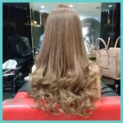 フェミニン モード ロング ベージュ ヘアスタイルや髪型の写真・画像