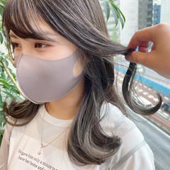 グレーアッシュ 韓国ヘア グレー イヤリングカラー ヘアスタイルや髪型の写真・画像