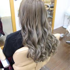 ガーリー イルミナカラー セミロング ミルクティー ヘアスタイルや髪型の写真・画像