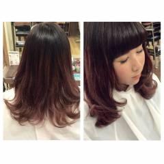 セミロング ピンク レッド ガーリー ヘアスタイルや髪型の写真・画像