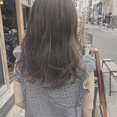 デート ナチュラル セミロング グレージュ ヘアスタイルや髪型の写真・画像