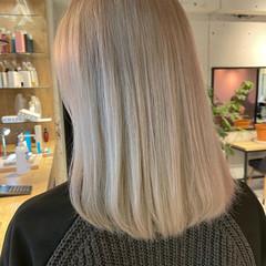 ガーリー オリーブアッシュ ブリーチカラー ミディアム ヘアスタイルや髪型の写真・画像