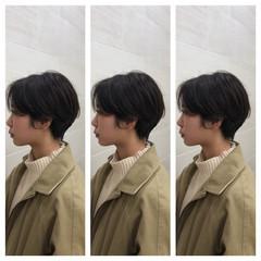 ショートヘア ナチュラル パーマ ハンサムショート ヘアスタイルや髪型の写真・画像