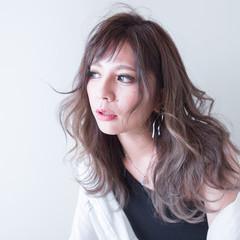 グレージュ ベージュ バレイヤージュ ナチュラル ヘアスタイルや髪型の写真・画像