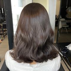 フェミニン ミディアム オリーブベージュ 切りっぱなしボブ ヘアスタイルや髪型の写真・画像