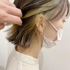 インナーカラー ガーリー イヤリングカラー カーキ ヘアスタイルや髪型の写真・画像