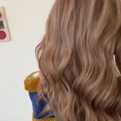 ブリーチカラー ヌーディベージュ 可愛い ナチュラル ヘアスタイルや髪型の写真・画像