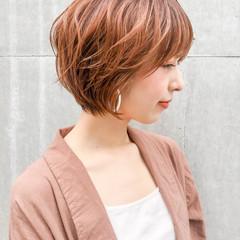 ショートヘア ひし形シルエット オレンジカラー 丸みショート ヘアスタイルや髪型の写真・画像