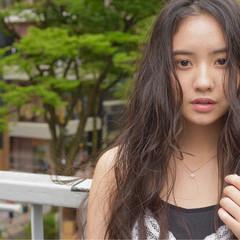 梅雨 ウェーブ アンニュイ ストリート ヘアスタイルや髪型の写真・画像