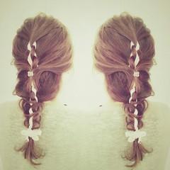 フェミニン ヘアアレンジ セミロング 編み込み ヘアスタイルや髪型の写真・画像