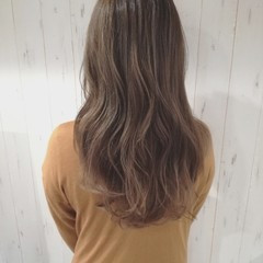 アッシュベージュ ロング ベージュ 透明感 ヘアスタイルや髪型の写真・画像