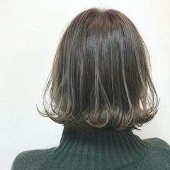 アンニュイほつれヘア ボブ 切りっぱなしボブ オリーブアッシュ ヘアスタイルや髪型の写真・画像