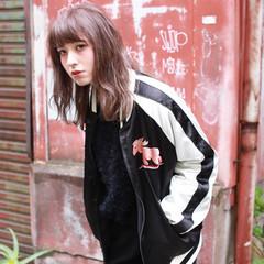 グレージュ ハイライト ゆるふわ セミロング ヘアスタイルや髪型の写真・画像