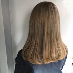 ハイトーン ナチュラル ミルクティーベージュ ミルクティーグレージュ ヘアスタイルや髪型の写真・画像