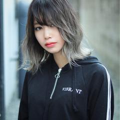 グレーアッシュ 夏 グラデーションカラー ストリート ヘアスタイルや髪型の写真・画像