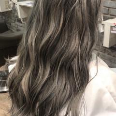 ラベンダーグレージュ グレージュ オリージュ 波ウェーブ ヘアスタイルや髪型の写真・画像