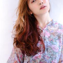 オレンジ レッド ロング フェミニン ヘアスタイルや髪型の写真・画像