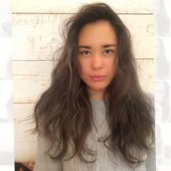 ナチュラル 秋 ロング くせ毛風 ヘアスタイルや髪型の写真・画像