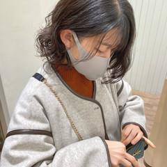 無造作パーマ ゆるふわパーマ ミディアム フェミニン ヘアスタイルや髪型の写真・画像
