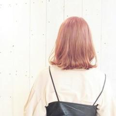 透明感 ミルクティー ボブ 外ハネ ヘアスタイルや髪型の写真・画像