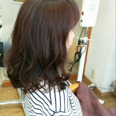 レッド ゆるふわ 暗髪 フェミニン ヘアスタイルや髪型の写真・画像